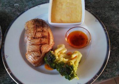 filet de canard, brocolis, crème brûlée aux tomates confites et parmesan